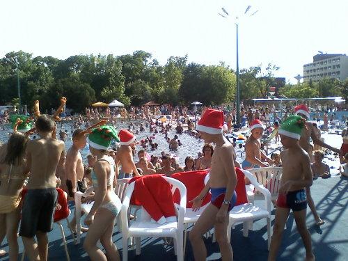 summer_santa_clause_party_022_500_628_20080707160411_673.jpg