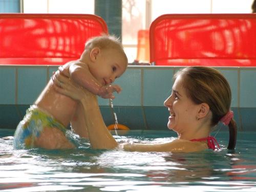 Pachete promoţionale pentru bebeluşi la Aqua-Palace