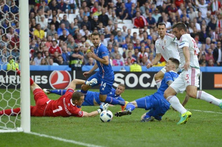 Együtt szurkoltuk ki Izland ellen az 1 pontot az Aqua-Palace élményfürdőben