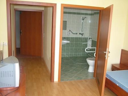 Mozgáskorlátozottak részére kialakított speciális szoba