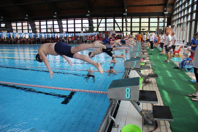 Megyei felmérő úszóverseny az Árpád uszodában
